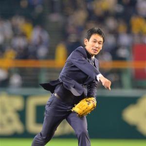SADAの佐田社長がスーツ姿で始球式!「肝を冷やしました」