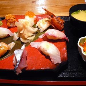 居酒屋で寿司ランチ
