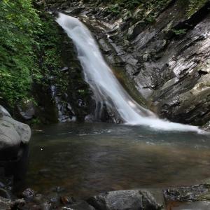 秘境滝と岩沙参を求め会津下郷の観音川源流へ~三輪滝 1