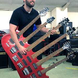6本のギターが1つのボディに収められたシックス・ネック・ギターがオークションwww