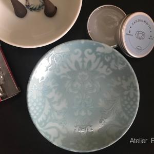 チャクラバームとフランキンセンスと4寸小皿