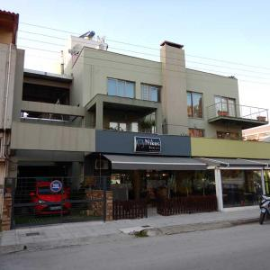Blue apartment close to Port and Center (Patra):ギリシャ8日目