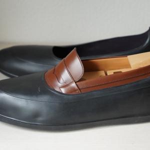 ガロッシュ(オーバーレインシューズ)で革靴を雨から守れ!|最高級シューズカバーSWIMS