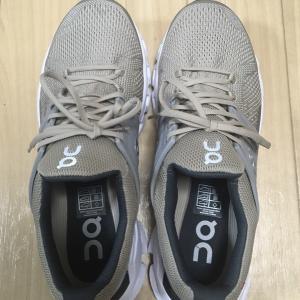 靴:ON/クラウドスイフトをGET