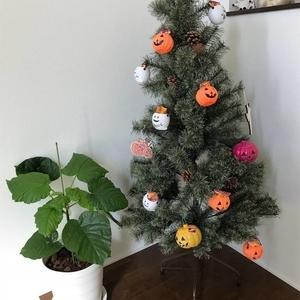 【行事】クリスマスツリーを利用してハロウィンを楽しもう♪
