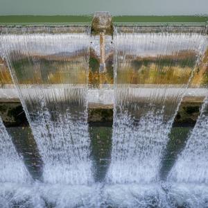 ヨーロッパで再公営化されたのに日本では水道民営化が進んでいる