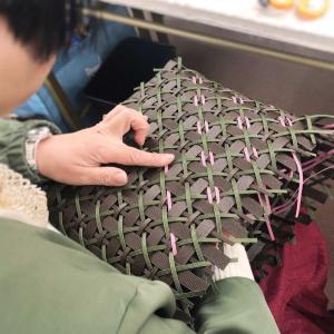 トーカイのクラフトバンド日曜レッスン、みなさん全員差し目編み編み…。