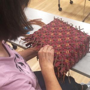 【今庄】公民館ハンドメイド教室。仕上がりの見た目優先なシンプルなかごバッグ。