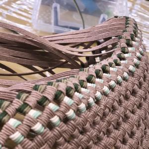 トーカイ武生店のクラフトバンド教室は、全員石畳み編みバッグをコツコツ積み上げております。