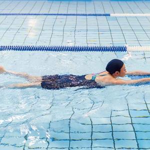 プールレッスンは背泳ぎ。自主練はクイックターン 。