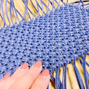 クラフトバンド花結び編み。底部分完成、1段目編みひもの長さもOKでした。