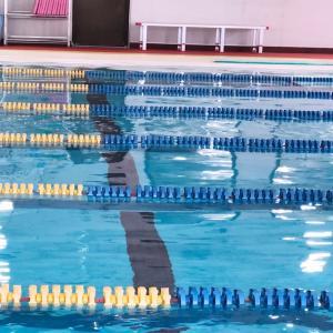 今朝は忙しくレッスンには遅刻!自主練で自由な時間に泳いできました。