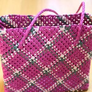石畳編みの編み目を水で整えてみたそうです。