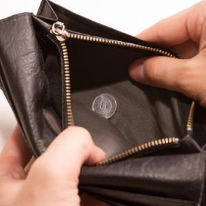 まだ、半月以上のこってるのに財布の中身は、もう諭吉一枚!