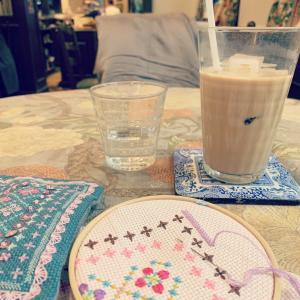 英国風カフェでのカフェチク