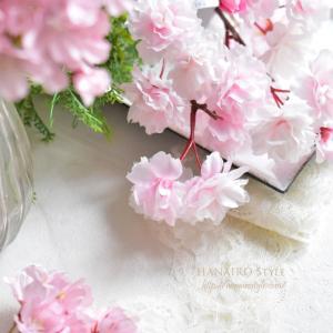 花と向き合う制作タイム
