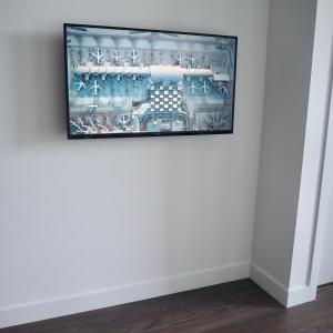 リビングに買った新しい家電はスッキリ壁掛け!