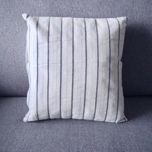 IKEAの40cm & 40×60cmのクッションカバーで寝室の簡単模様替え!
