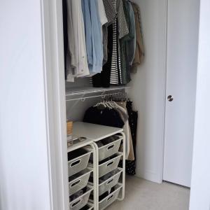 ライフスタイルが変わって増えた服、衣替えで見直し!適正量はクローゼットにスッキリ収まるか。