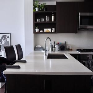 ダイニングテーブル無し生活1年。キッチンカウンターで代用のメリットデメリットを考えてみた。