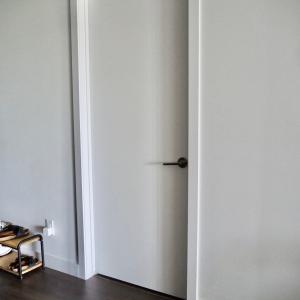 見た目スッキリで満足。IKEAのお手頃価格なアイテムで扉裏を収納スペースに変身!