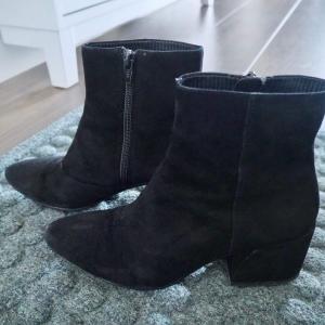 ブーツは入るか!? 17cmの超スリムIKEA靴収納キャビネットの使い心地。