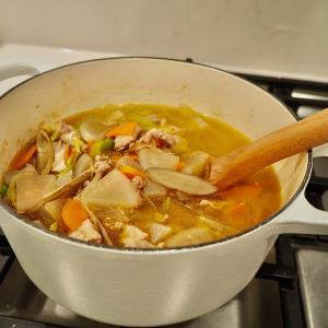 週末のおうちごはん。冬になると食べたくなる煮込み系料理やおやつ。