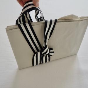 IKEAの大きなバッグをスッキリたたむ方法。収納 持ち運びしやすい!