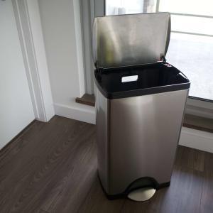2年半使ったシンプルヒューマンのゴミ箱お掃除。嫌な匂いもアレでスッキリ&今の使い心地は?