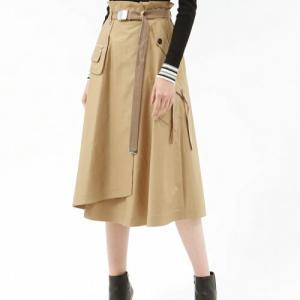 滝菜月アナが『ヒルナンデス』で履いていたスカート【LOVELESS/ラブレス】