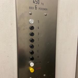 エレベーターに1時間