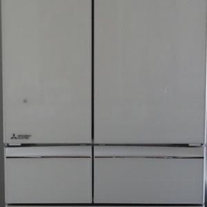 2階キッチンと冷蔵庫。