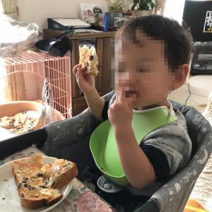 のど越しを味わう1歳児