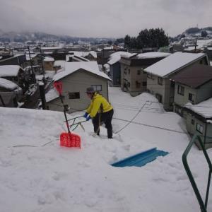 今日も、屋根雪掘り!
