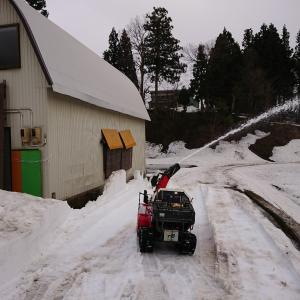 作業場の除雪 残雪0.8m