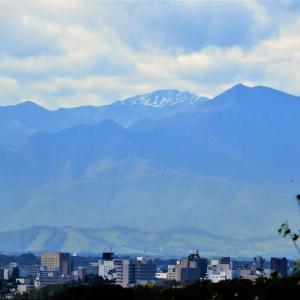 日高山脈も冠雪
