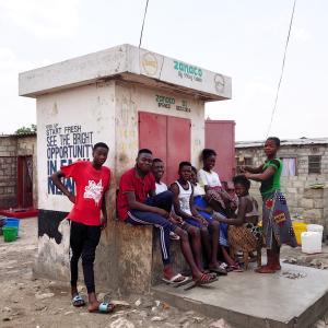 ザンビアの村や学校を見学、やってることがミスユニバース