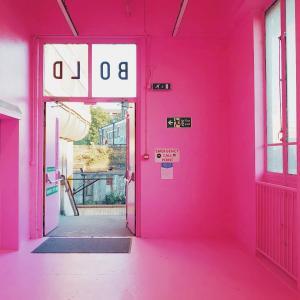 10年前まで地獄、でお馴染みペッカム(Peckham)にあるピンクのルーフトップバー『Frank's Cafe』が今年もオープン