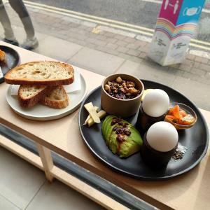 南東ロンドンのカフェやレストランやパブをまとめて4軒紹介します『Nola Coffee』『The Watergate』『Pho Hanoi』『The Guildford Arms』