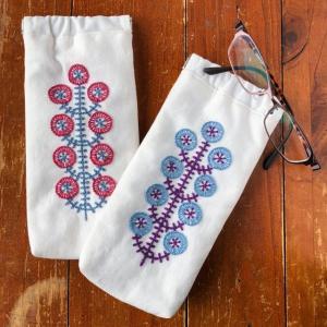 お花刺繍のメガネケース