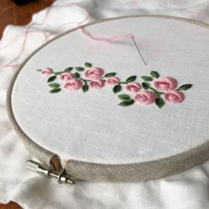 ズレない刺繍枠でバラを試し刺し
