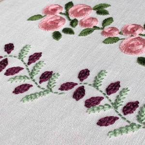 レーズンみたいな花の刺繍