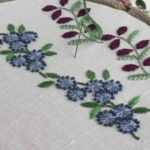 オリジナル花の連続刺繍 3つ目は