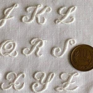 イニシャル刺繍用アルファベットサンプラー