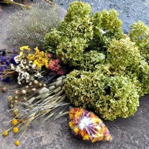 リースやスワッグの花材