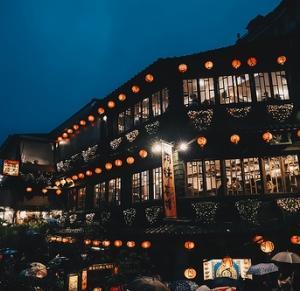 クルーズ寄港地で台湾の九份へ。「九份茶房」の台湾式お茶と「千と千尋の神隠し」の街を散策