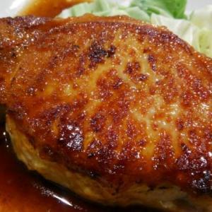 丼ぶりいっぱいのサラダと迫力のしょうが焼き!その名も「しょうが焼きや」盛岡市
