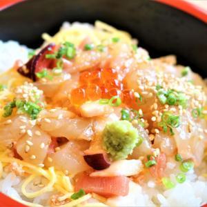 ランチで限定の海鮮ばらちらしを食べながら、麻婆豆腐とチリソースに心惹かれて