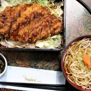 盛岡八幡宮向かい、初駒本店でランチ「ソースかつ重」には、たっぷりのそばと、ぽんぽこ餃子まで