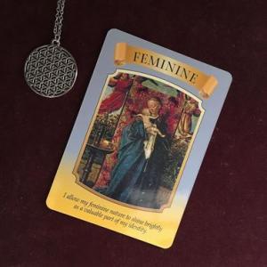 カードメッセージ:統合の時代に大切な感覚『女性性』